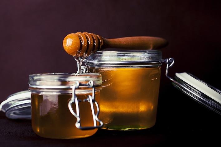 Sữa ong chúa khác mật ong như thế nào?